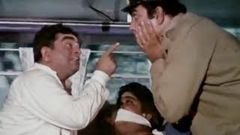 Bombay To Goa Funny Scenes - Iska Muh Kyu Band Hai? - Mukri & Jr Mehmood